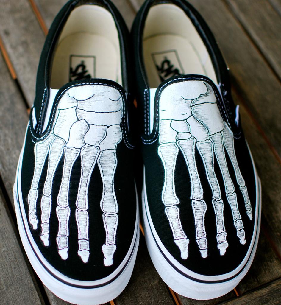 Drawn vans skeleton Van Vans shoes Vans Hand