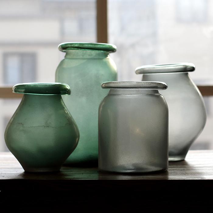 Drawn vase glass vase Blown American [] on culvert