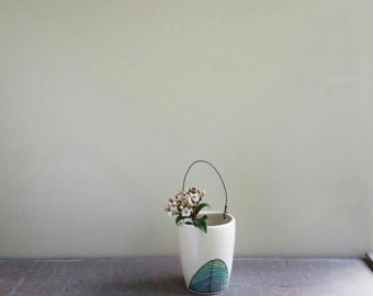 Drawn vase one Wire Blue and hand flower