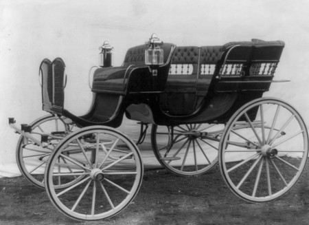 Drawn vehicle black and white In 1904 Historical Carriage Free