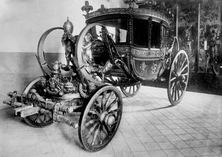 Drawn vehicle black and white Photos com Carriage Horse Drawn