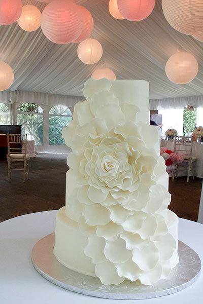 Drawn wedding cake just Cakes BridalGuide White boring Wedding