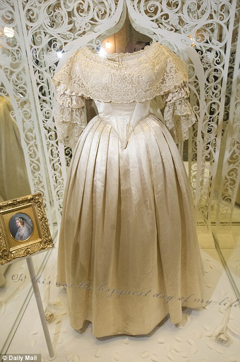 Drawn wedding dress queen Kensington Middleton Dress Victoria's William's