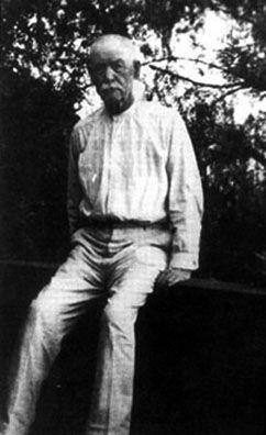 Drawn wyatt earp dark  The Biography Wyatt Biography