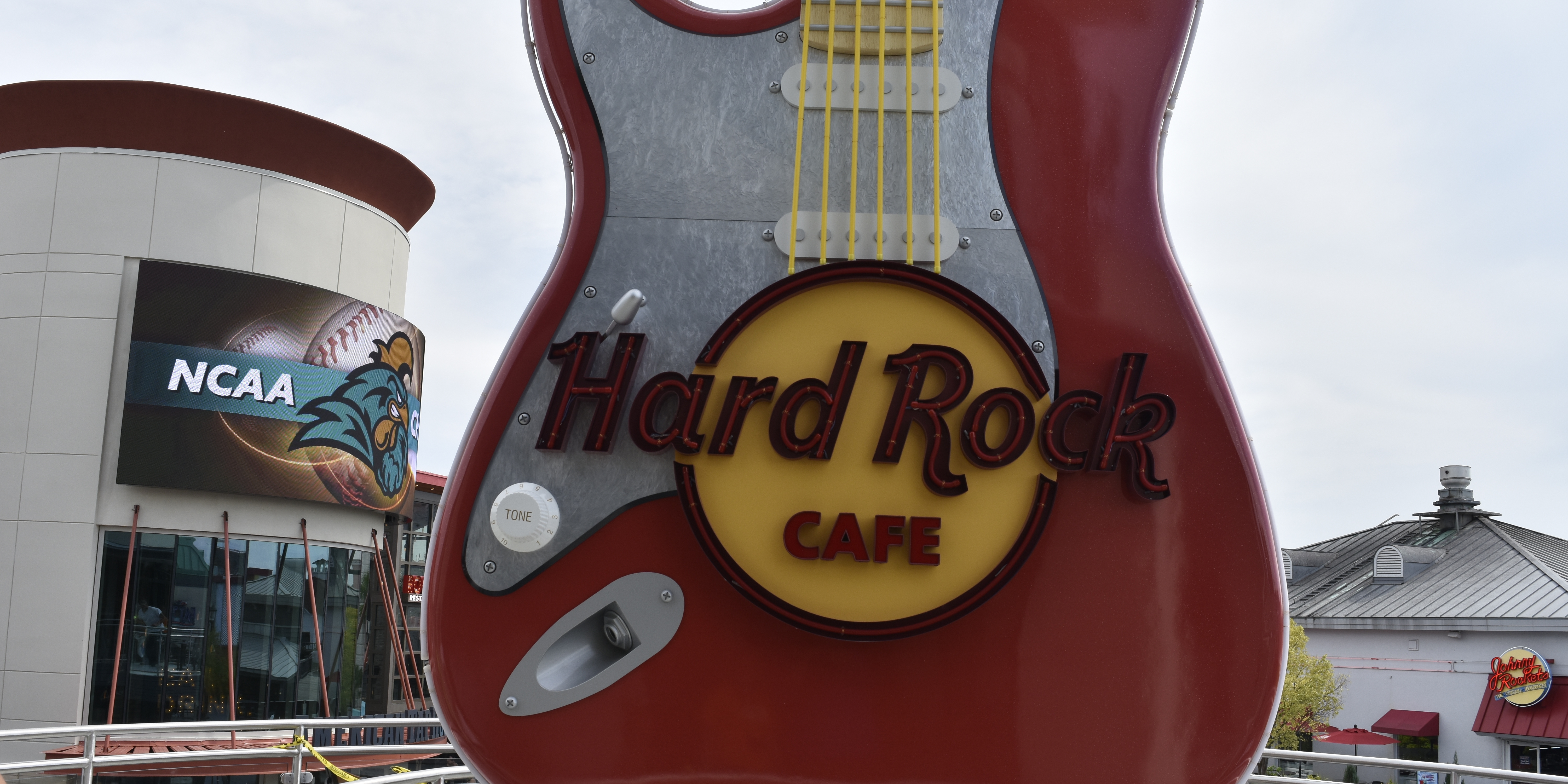 Hard Rock clipart sea rock The for Café happening Broadway