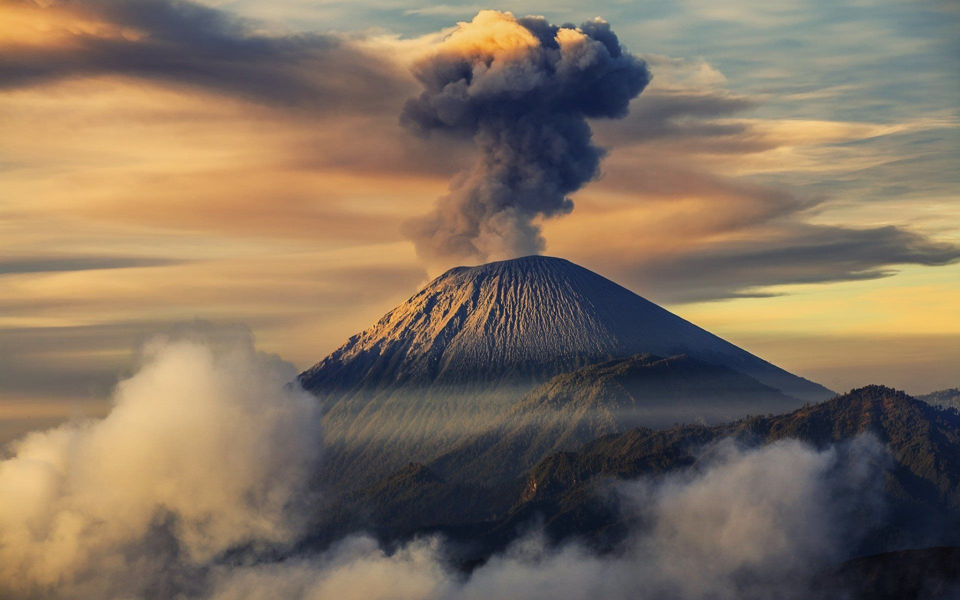 Volcano clipart high re Eruption Wallpaper High 254 Volcano