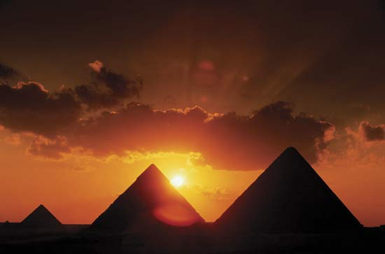 Nile River clipart egyptian pyramid Britannica plateau the Pyramids com