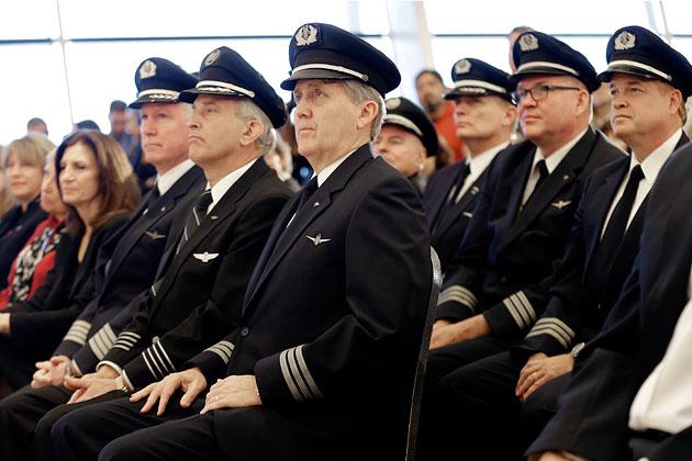 Pilot clipart airline pilot  Pilot American Airline Clipart