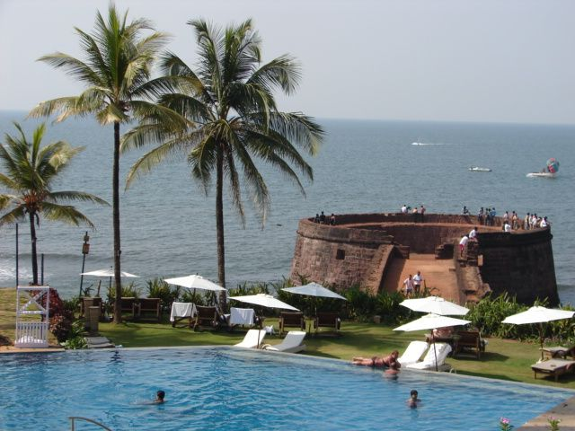 Resort clipart clean beach Pinterest Sinquerium images Goa: beach