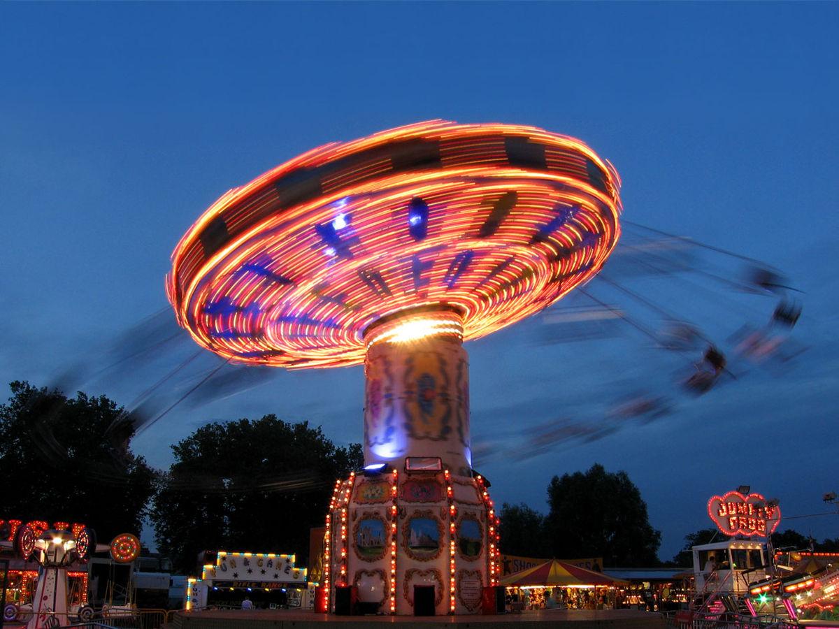 Amusement Park clipart swing ride Ride  Wikipedia Swing