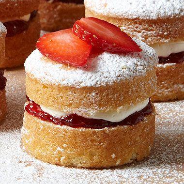 Sponge Cake clipart small cake On great  25+ ideas