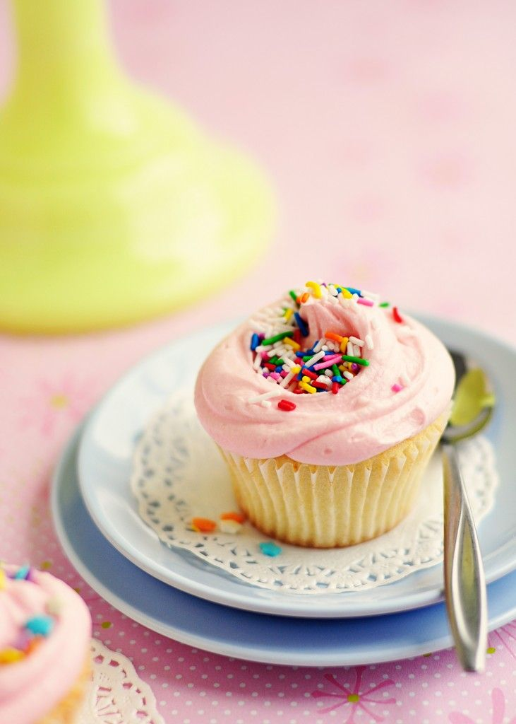 Vanilla Cupcake clipart pink icing Ideas style cupcakes  Bakery