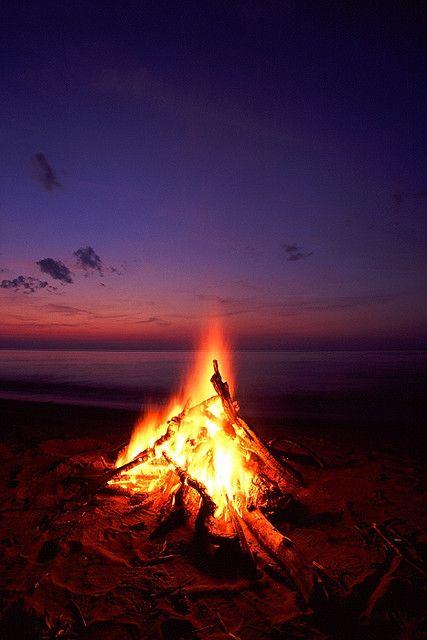 Campfire clipart beach bonfire Pinterest Pin more this bonfires