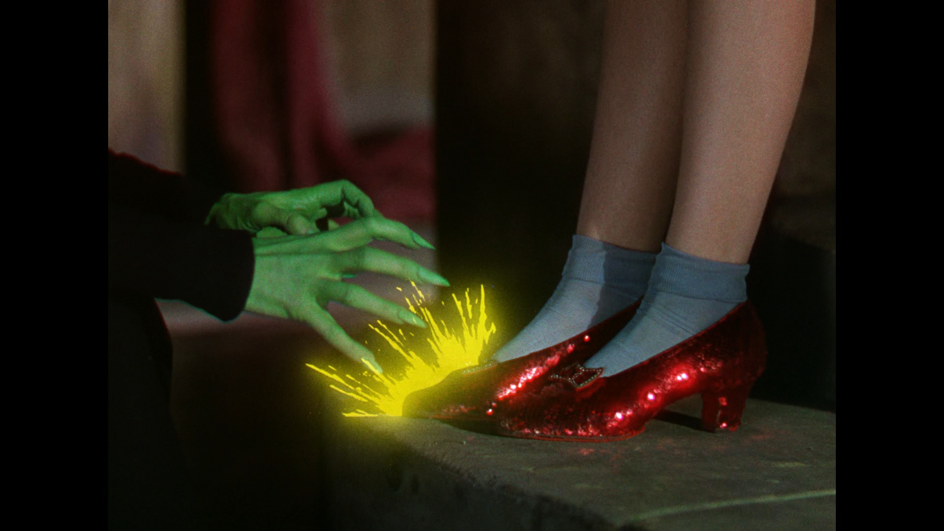 Wizard Of Oz clipart wallpaper Wallpapers Cave Backgrounds Oz Wizard