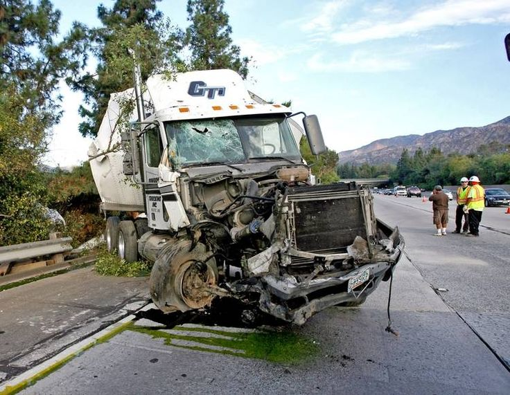 Wreck clipart truck accident #9