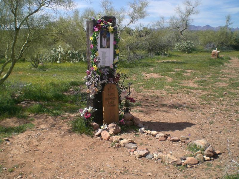 Wyatt Earp clipart burial Wife  common Mattie eventually
