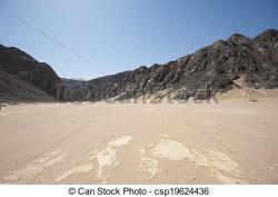 Barren clipart desert mountain