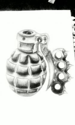 Drawn grenade brass knuckle