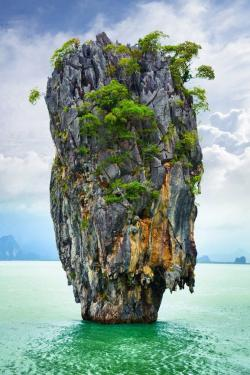 Drawn islet scenery