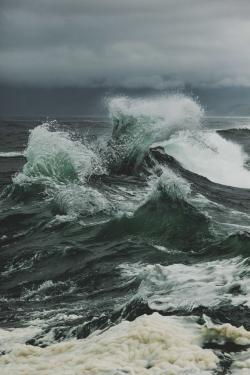 Monster Waves clipart rough sea