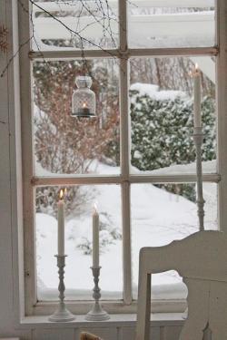 Drawn snowfall window