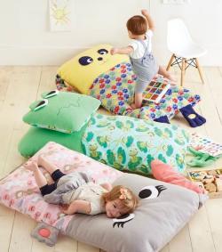 Cushion clipart floor